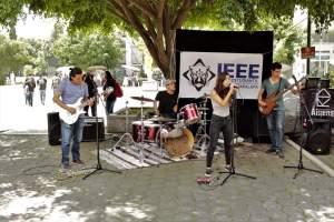 La XXII Semana de Ingeniería Eléctrica en la Universidad Autónoma Metropolitana es una experiencia que va más allá de la tecnología, incluyendo toda una experiencia cultural, como lo fue éste concierto de la banda Aispens.