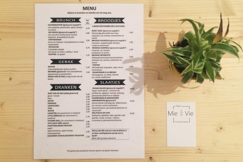 La propuesta de menú de Mie Vie, también sólo en holandés. La verdad es que se hace fácil entenderlo, depués de unos días allí. Este menú es 100% vegano, con propuestas emocionales y opciones sin gluten. El sitio y el staff son encantadores, y todos hablan inglés, así que si no entiendes la carta ellos te explican.