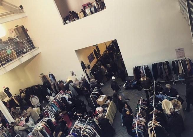 foule fameux vide dressing violette sauvage videdressing clothes shopping paris republique sacs bags marcjacobs vuitton chanel fashion fashionista createurs fashionblogger