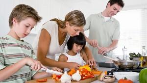 kindergartener_cooking_with_parent_02