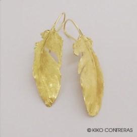 """Pendientes modelo """"Pluma"""" en oro amarillo"""