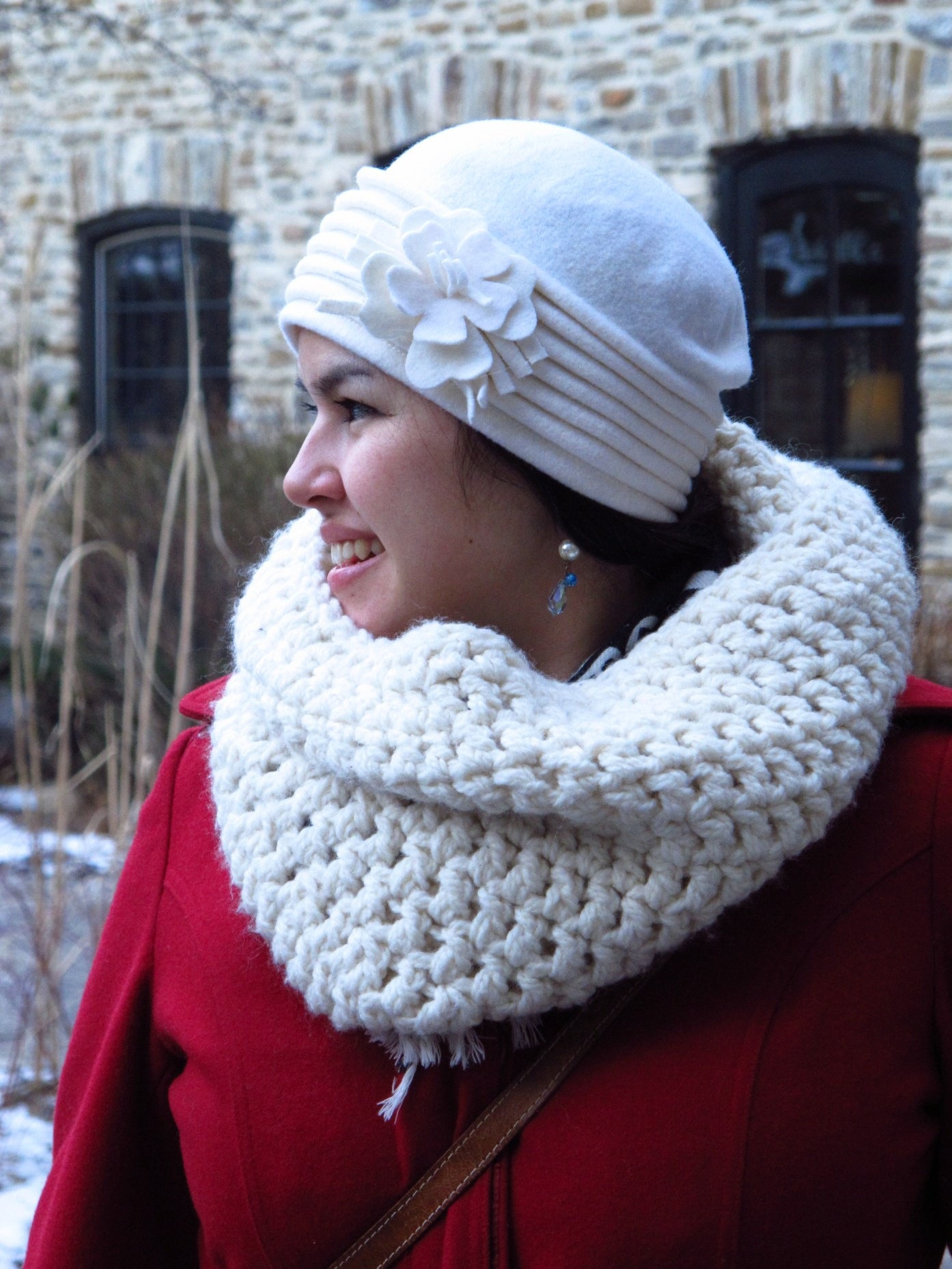 Giant Snowball Crocheted Winter White Cowl   Amazing Gift Ideas to Make Out Of Your Sheep's Wool