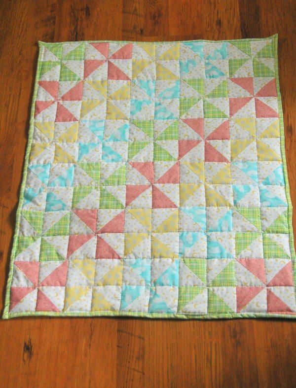 Striped Pinwheel Baby Quilt and Free Pattern   Kiku Corner : baby pinwheel quilt - Adamdwight.com
