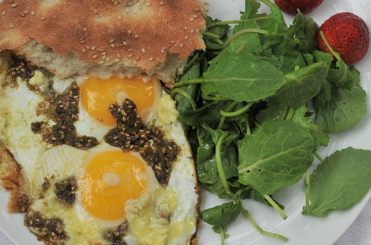 Fried Eggs with Za'atar and Cheese