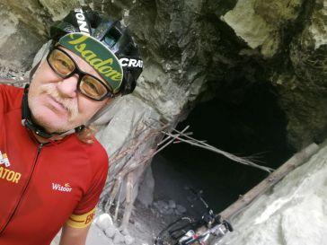 Feher-barlang - kleine Höhle und Steinbruch
