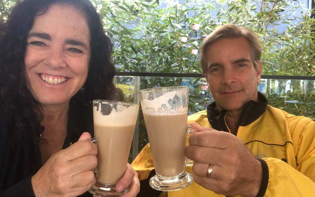 Kim and Way cheers with latte macchiato