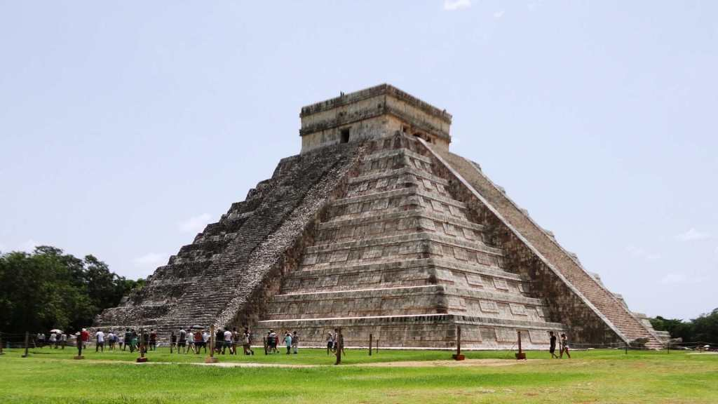 Temple of Kukulcan at Chichén Itzá