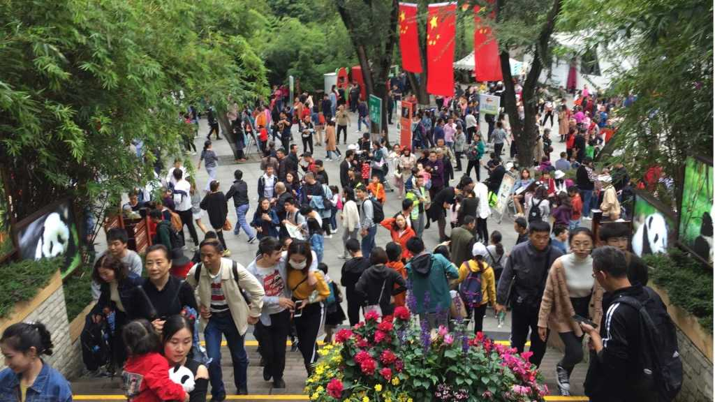 Big crowd in China. Social Credit keeps crime low