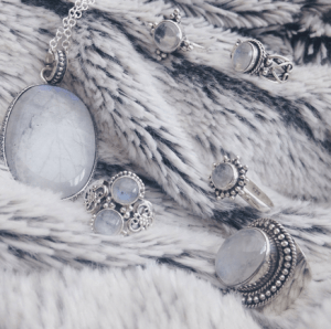 CRYSTAL HEALING: GEMSTONES TO ENHANCE YOUR INTUITION - Moonstone