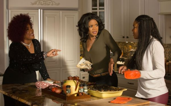 almost-christmas-monique-kimberly-elise-and-gabrielle-union-kitchen