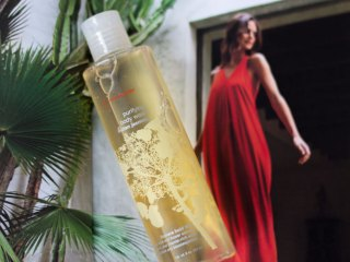 red flower indian jasmine body wash
