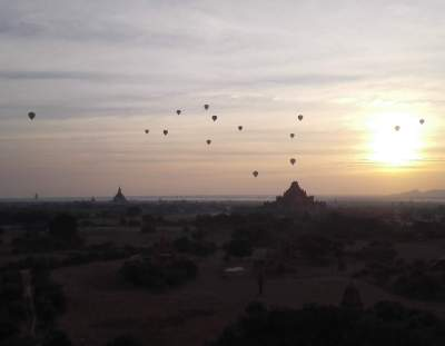 10 000 luchtbalonnen in Bagan
