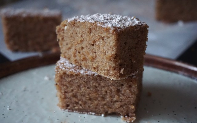 Healthy Gluten Free Cake Slices {banana + applesauce}