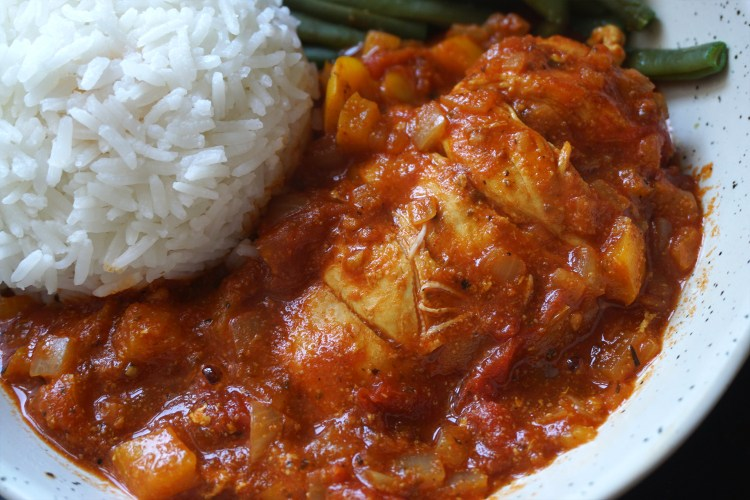 Smoked paprika chicken in tomato sauce - easy healthy gluten free