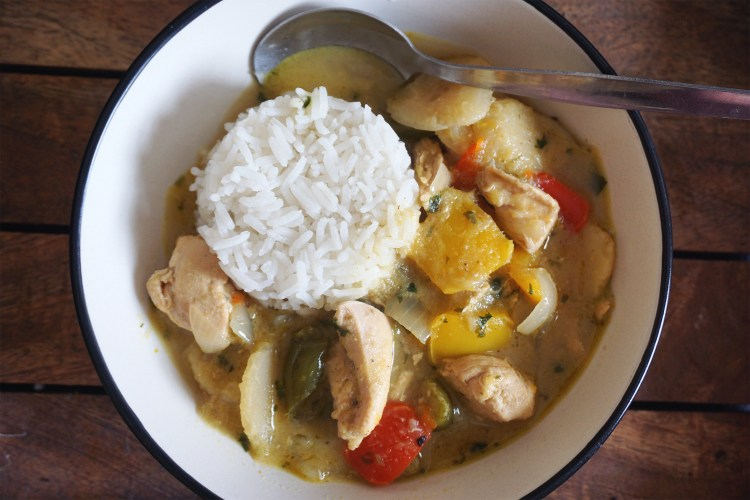 Easy quick thai green curry with chicken, water chestnuts, bell peppers and Mae Ploy green curry paste