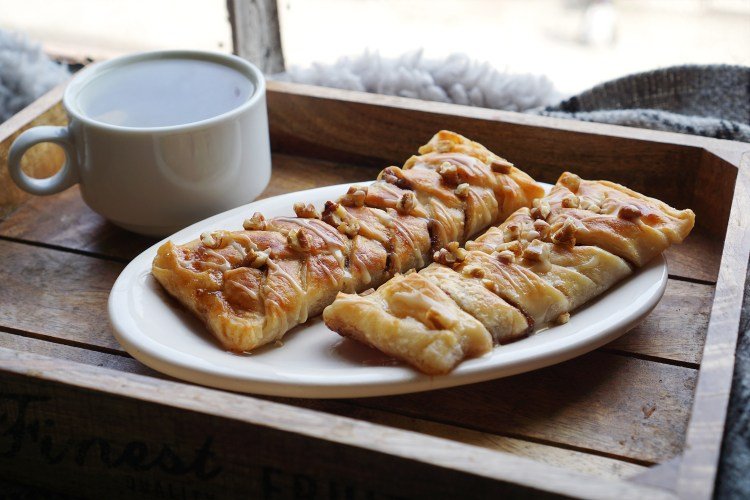 Easy gluten free maple pecan plaits made with Jus-Rol gluten free puff pastry | gluten free recipes | gluten free desserts | gluten free baking