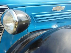headlight of blue chevrolet