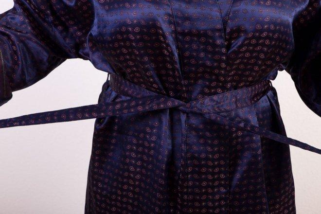 Exklusiver Kimono in Ultra Violet | Krawattenmuster | Credits: KimonoManufaktur