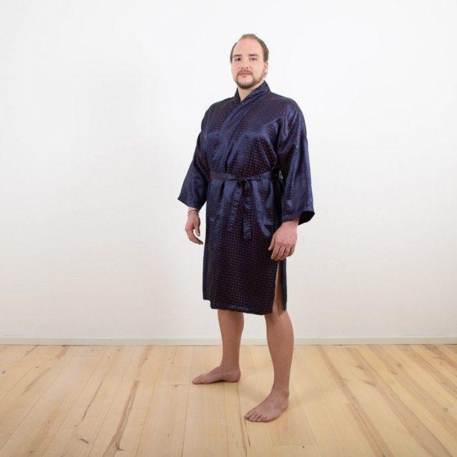 Mitternachtsblau mit Ultraviolet | Herren-Kimono | Credit: KimonoManufaktur.de