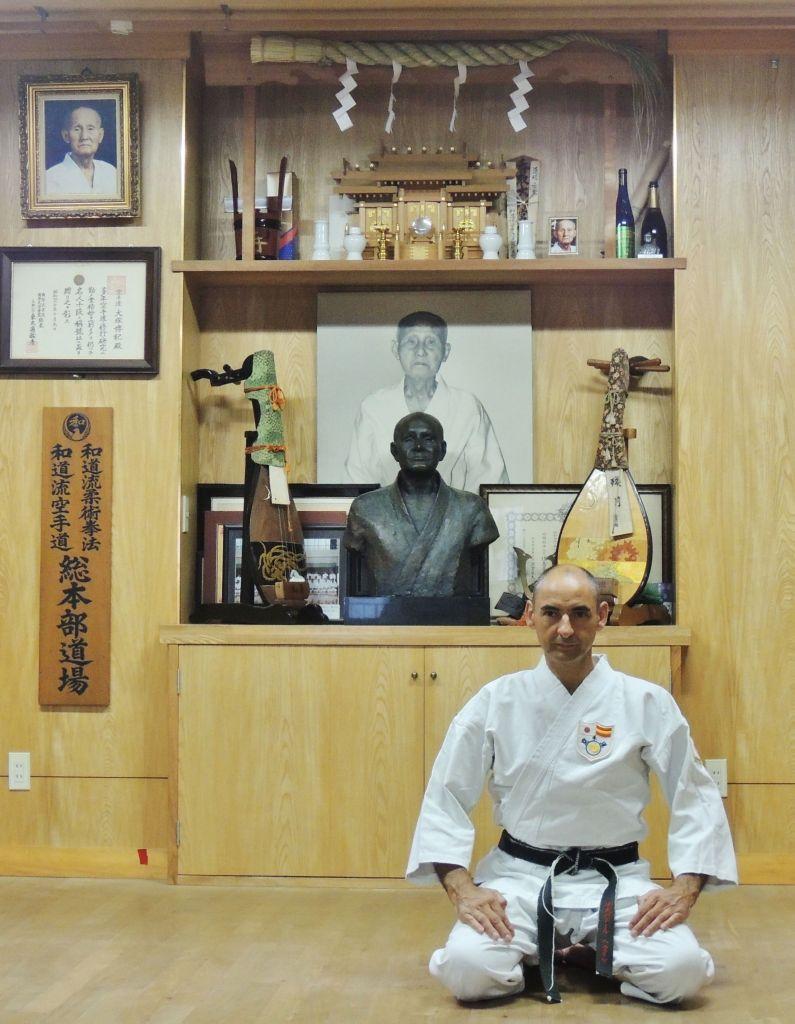 Salvador en el Hombu Dojo Wado Ryu, en Tokio.