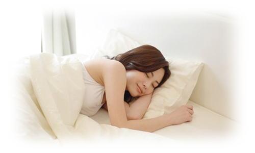 安眠している女性