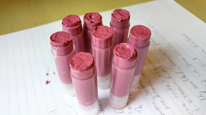 How to Make DIY Tinted Lip Balm with Sun Protection – http://www.kimwerker.com/blog