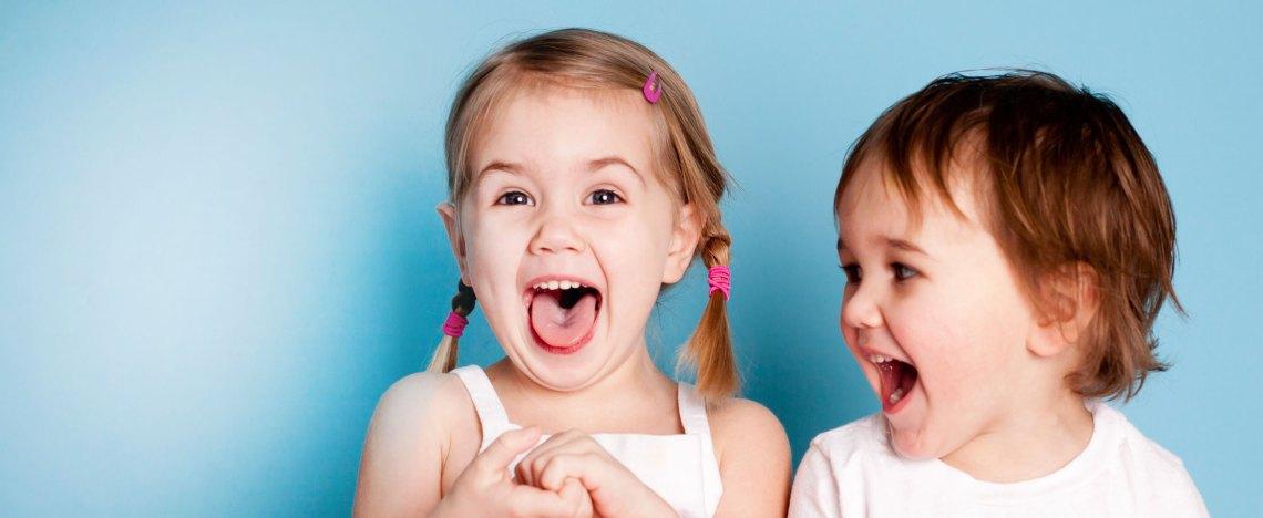 Kinderarzt Kinderlächeln zwei Kinder Dr. Easwaran