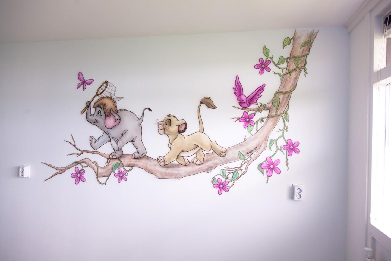 Lion King en Tarzan figuren op Tak muurschildering