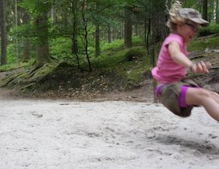 Mitmachen ist angesagt auf dem Holzweg beim Familienurlaub in der Schwarzwaldgemeinde Baiersbronn. Foto. (c) Kinderoutdoor.de
