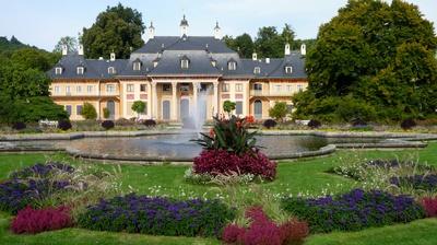 Schloss Pillnitz bei Dresden ist für Kinder und Outdoor Familien ein geniales Ziel. Foto: (c) Makrodepecher  / pixelio.de