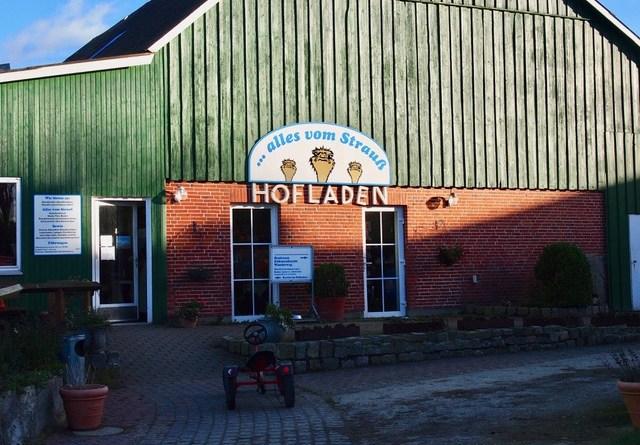 Eingang und Hofladen - Straussenfarm Ostseeblick, Hohenfelde