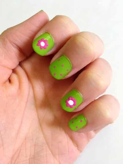 DIY Spring Flower Nails- Learn how to make these adorable flower nails for spring that will brighten your day!