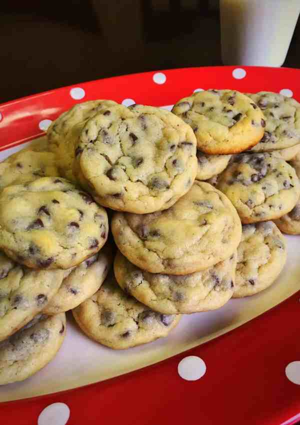 Mom's Famous Easy Chocolate Chip Cookies Recipe