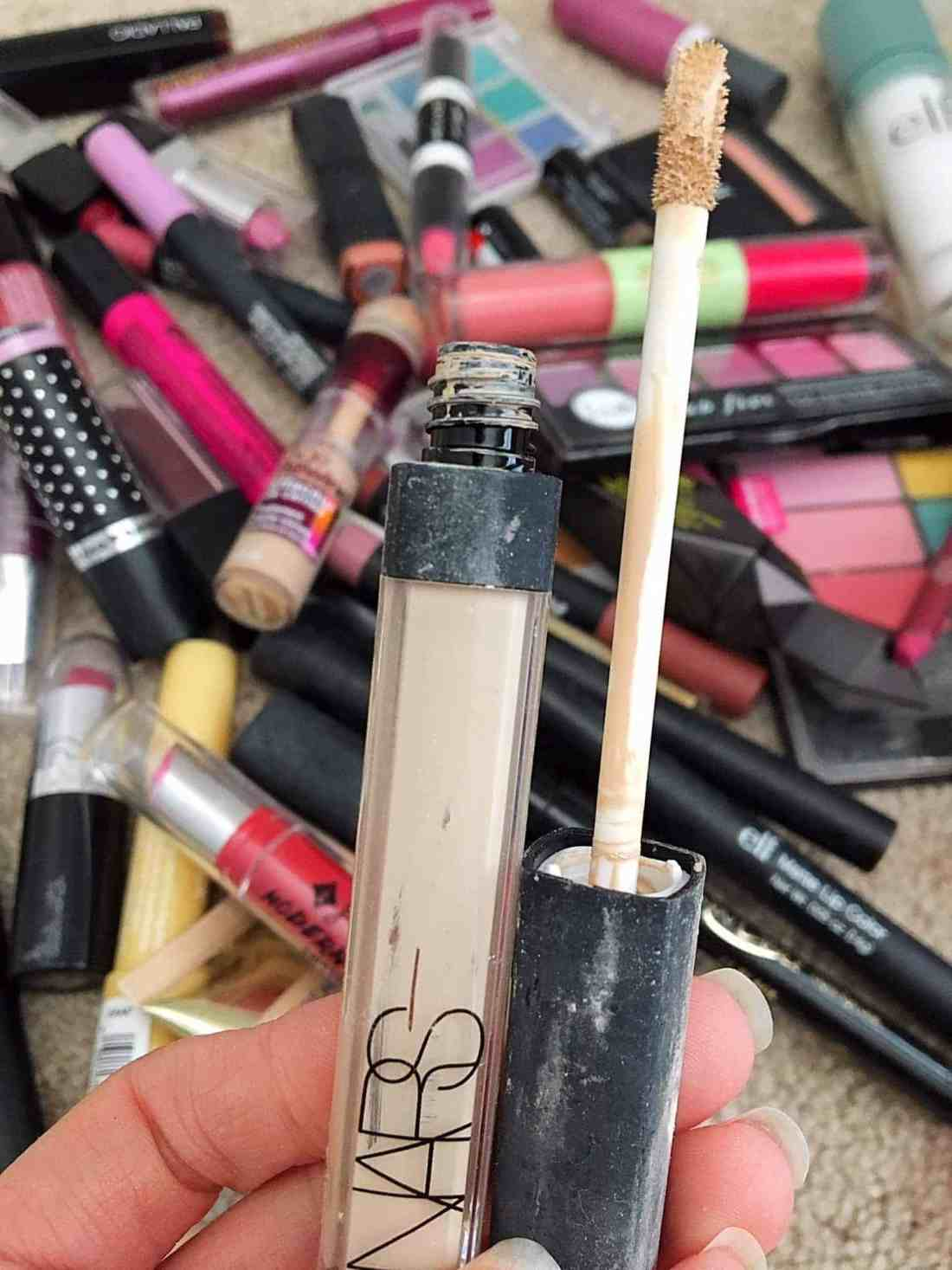 Wondering how long makeup products like foundation, lipstick, and eyeshadow is good for? Today I'm sharing a super helpful expiration guide for beauty products that will help you know exactly when to save or toss all your makeup products and tips on how to tell when products are expired.