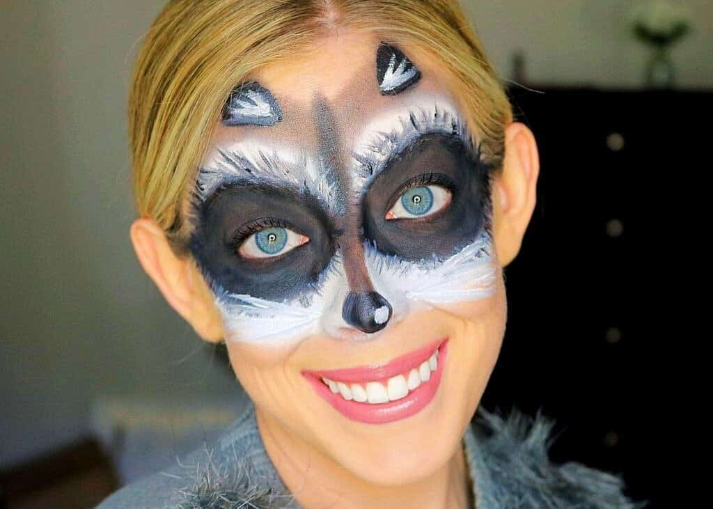 Looking for an easy Halloween makeup look and costume idea for Halloween? This cute and easy raccoon makeup mask is super simple to create and uses everyday makeup! #raccoonmakeup #raccoonmask #halloweenmakeup #halloweenmakeuptutorial