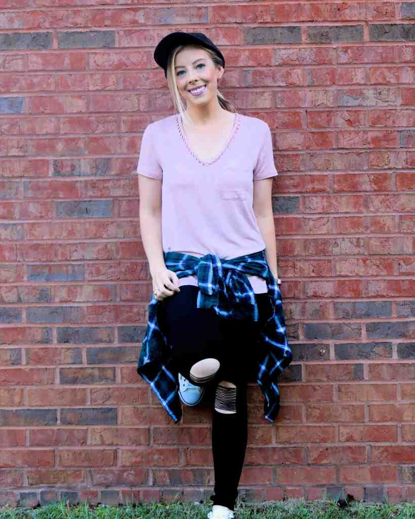 5 Tips for Rocking the Athleisure Trend- Love the casual athleisure trend but not sure how to rock it? Head on over and check out the best tips for mixing casual + cute pieces for a super stylish look while on the go!