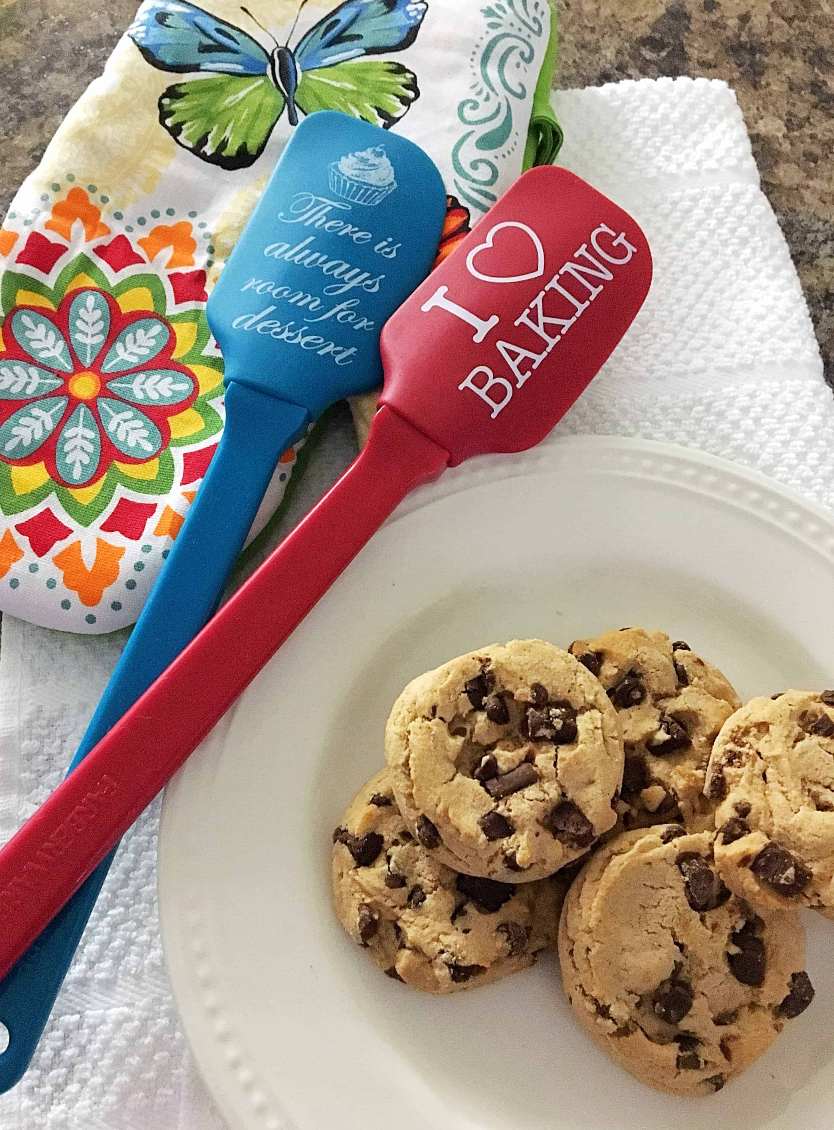 20 Adorable & Useful Christmas Gifts for the Baking Lover - Kindly ...