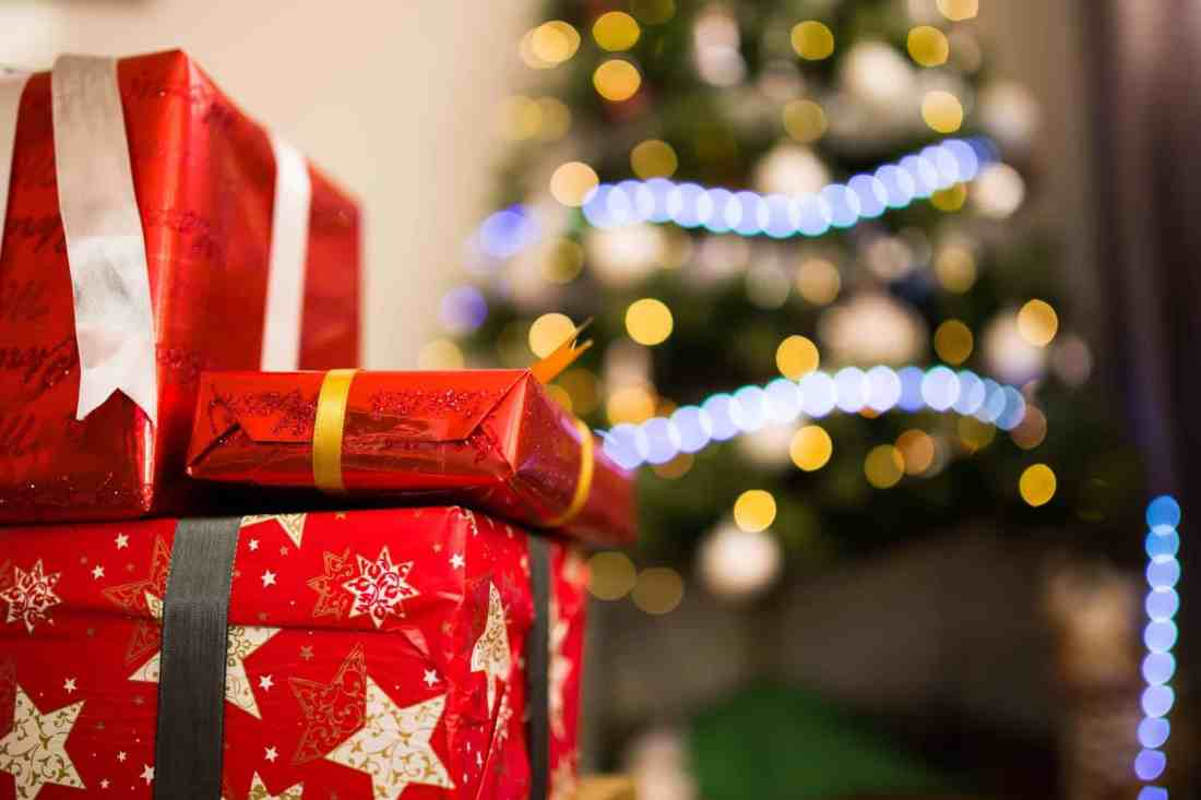 Black Friday & Holiday Shopping Guide- Tips to Avoid Overspending + How to Find the Best Deals