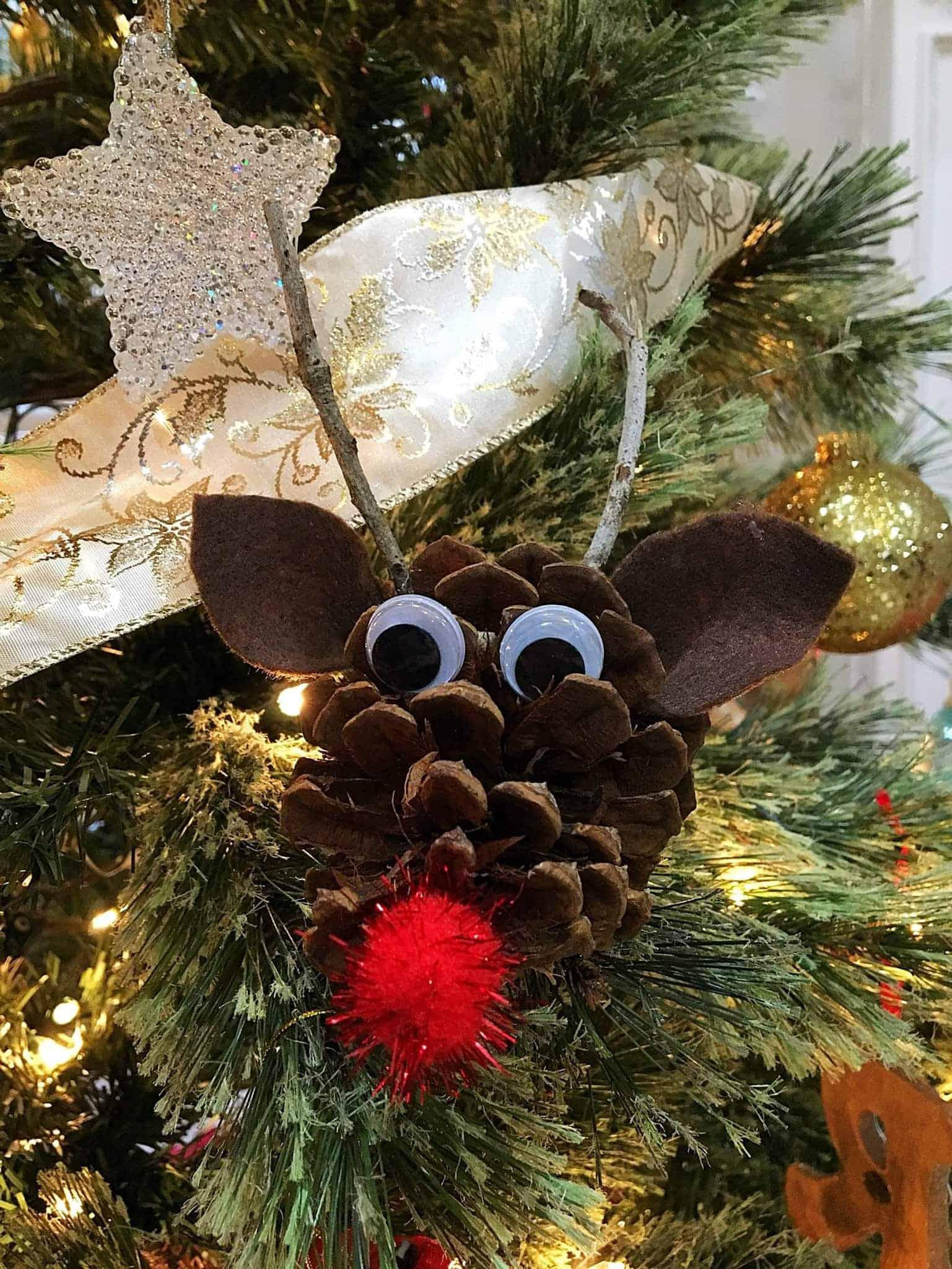 easy adorable kids pinecone christmas ornaments these adorable pinecone christmas ornaments are so easy
