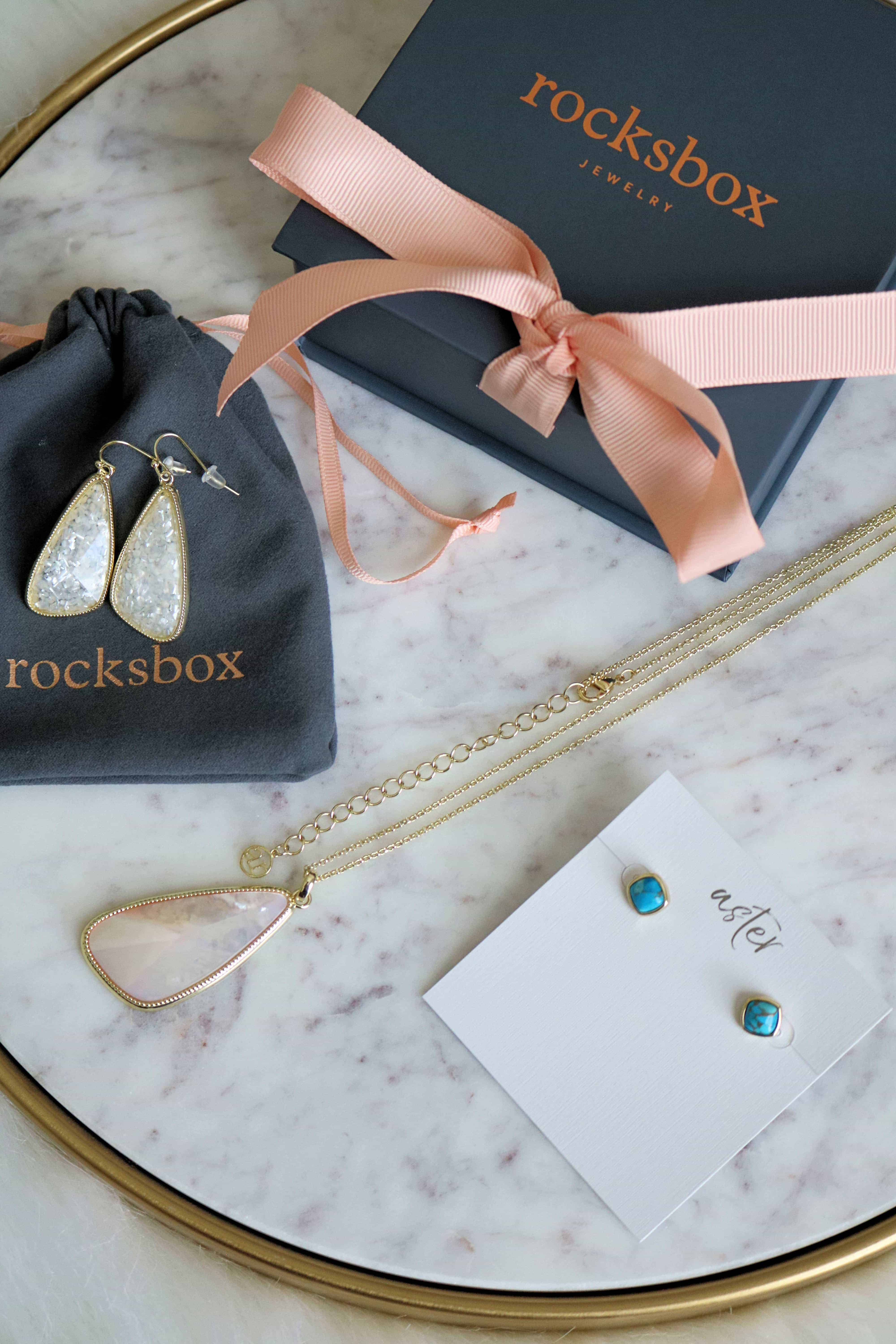 Love gorgeous, designer jewelry? Would you love to try out new trendy pieces every month? Then check out my honest Rocksbox review on how it works, how much it costs, and take advantage of my exclusive promo code to try out Rocksbox for 1 month FREE! #rocksbox #rocksboxreview #jewelry