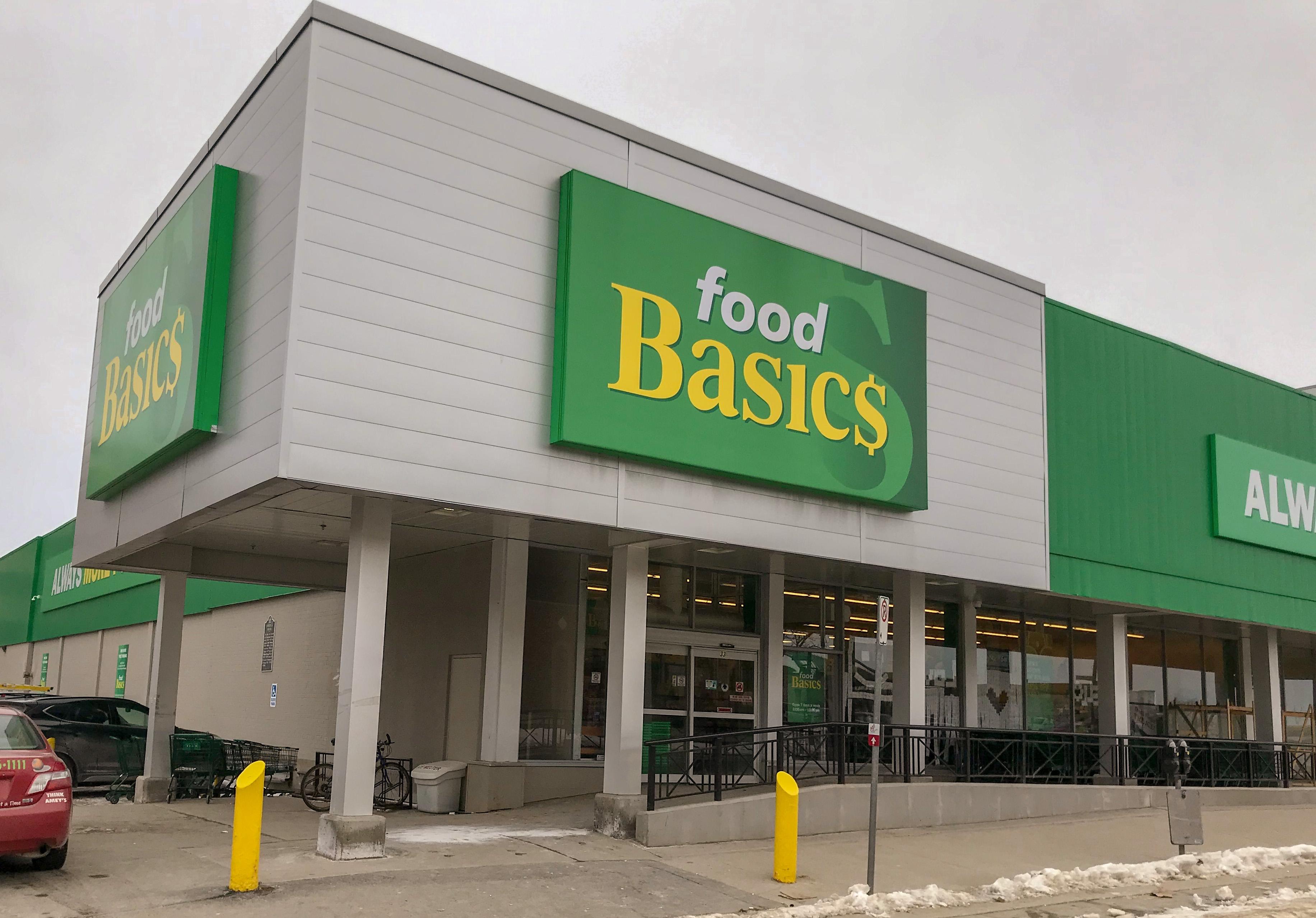 Тем временем на бездуховном Западе. В Канаде забыли запереть продуктовый магазин, и такое началось...