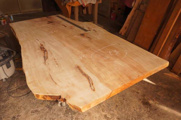 トチ一枚板テーブル天板