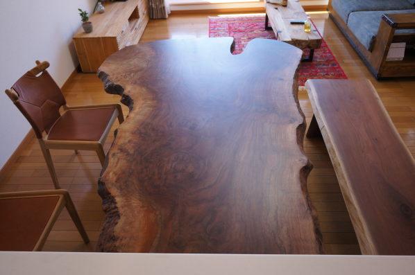 ウォルナット一枚板テーブルとベンチ