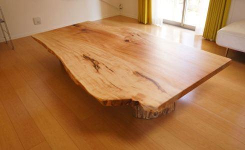 トチ一枚板テーブル納品