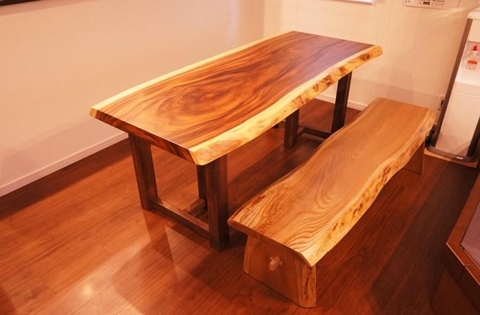 モンキーポットダイニングテーブル