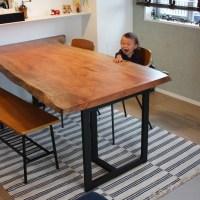 お子様と一緒に一枚板テーブルで