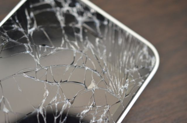 iPhoneの割れた画面
