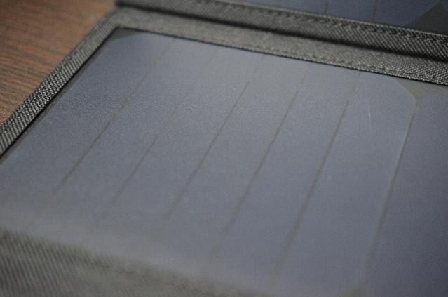 ソーラーチャージャー折り畳み式ソーラーパネル