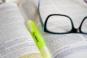 書籍と眼鏡