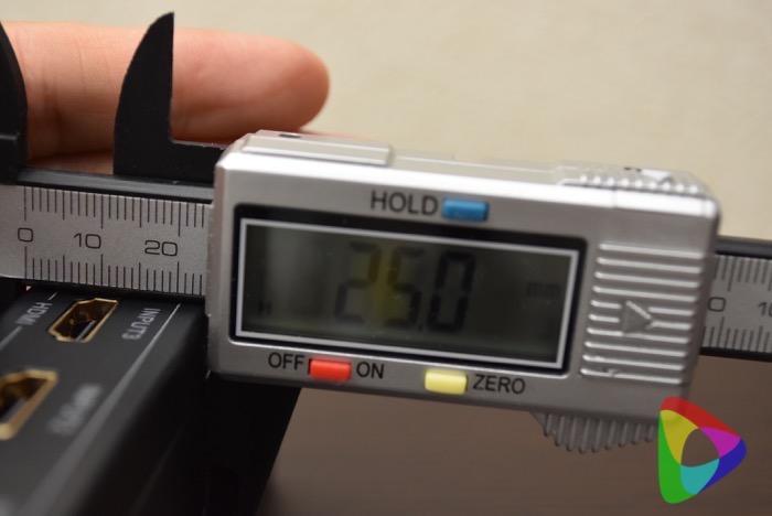 AUKEY HDMI切替器の厚み
